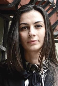 Azra Tüzünoğlu - Pilot Galeri