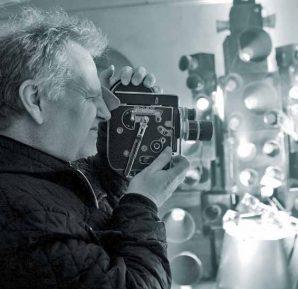 Amerikalı film eleştirmeni Douglas K. Holm
