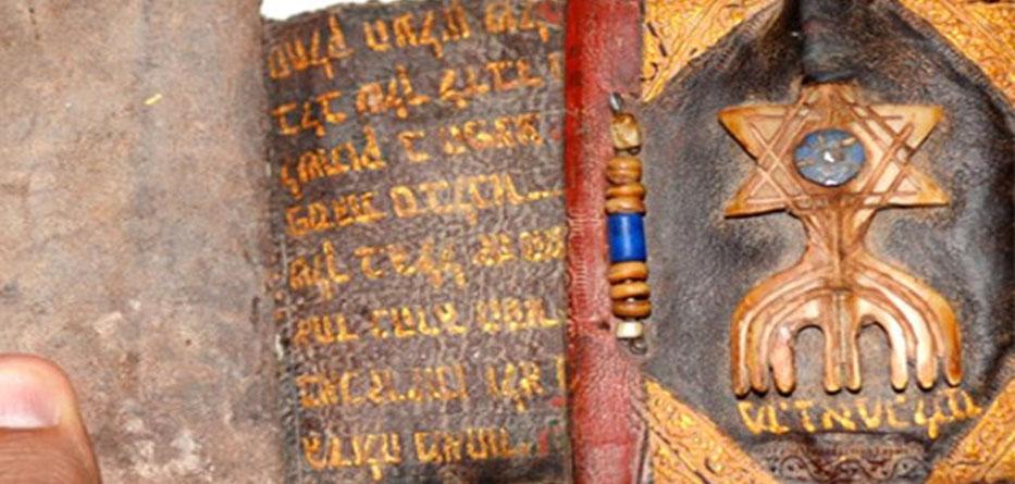 ceylan derisinin üzerine altın yazmalı 7 yüzyıllık Tevrat ele geçirildi