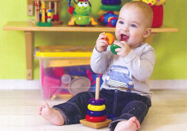 1-2 yaş çocuk tek başına oynamalı mı