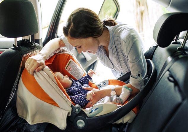 Oto koltuğunda bebeğinizi mutlu etmenin yolları