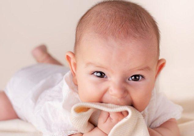 Bebeğiniz diş çıkarırken yapmanız gerekenler