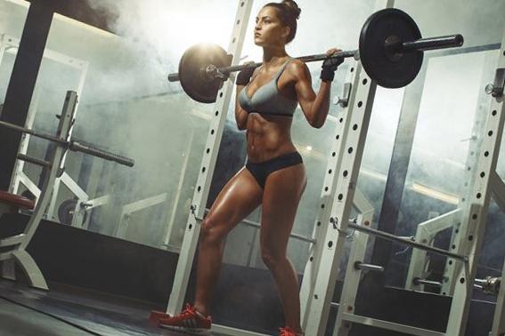 fitness yapan kız