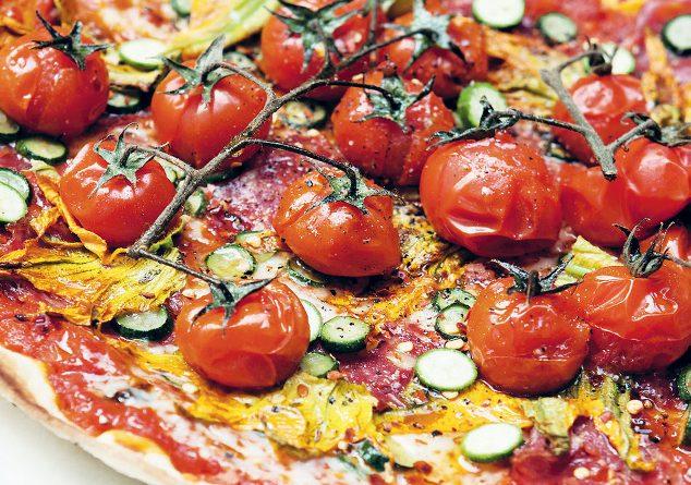 Domatesli kabaklı pizza
