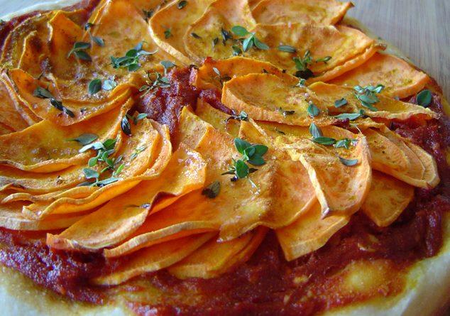 Domatesli patates pizzası