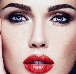 Kırmızı yanaklar, kiraz dudaklar