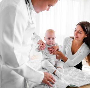 Acil serviste bebek ve çocuğa ilk yapılacak girişimler