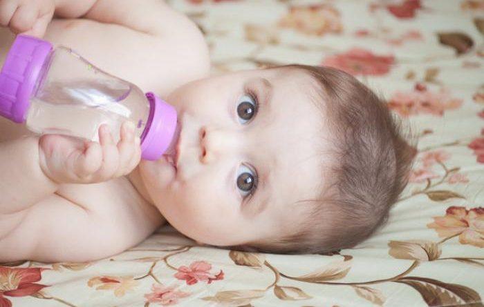 Bebeklere Su Vermek Doğru mu