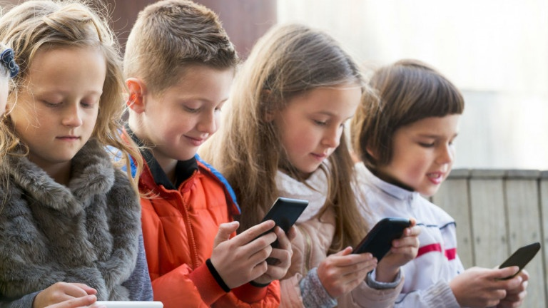 an-age-by-age-guide-for-when-your-kid-should-get-a-smartphone-768×432-1520885265